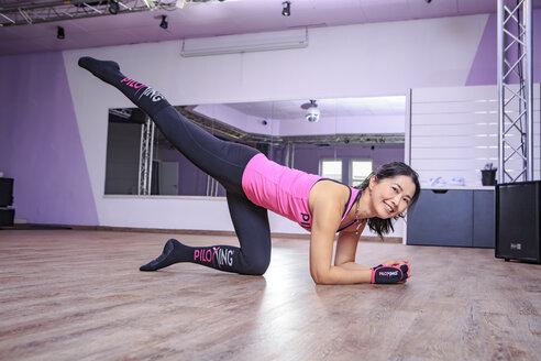 Asian woman exercising piloxing - VT000462