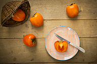 Whole and sliced kaki persimmons - LVF004099