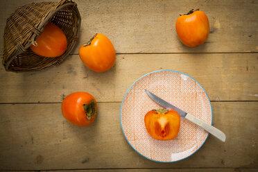Whole and sliced kaki persimmons - LVF004099