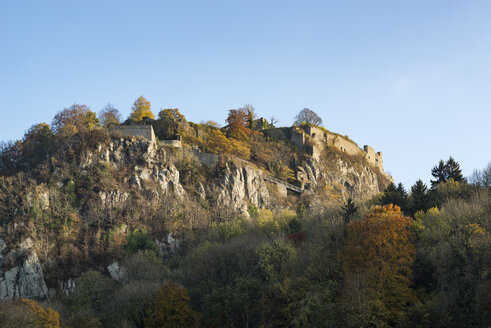 Germany, Baden-Wuerttemberg, Constance district, Hohentwiel Fortress in autumn - EL001695