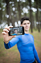 Selfie of a runner on the display of a smartphone - RAEF000608