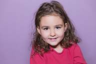 Portrait of smiling little girl - ERLF000077