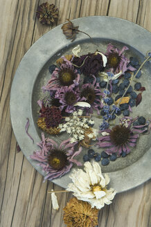 Tin plate with dried flowers - ASF005722