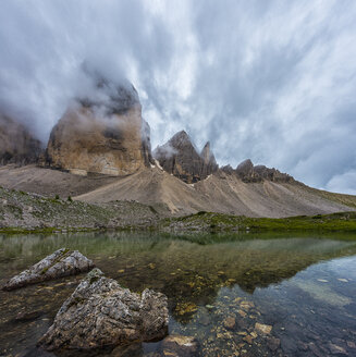 Italy, Alto Adige, Dolomites, view to Tre Cime di Lavaredo with mountain lake in the foreground - LOMF000078