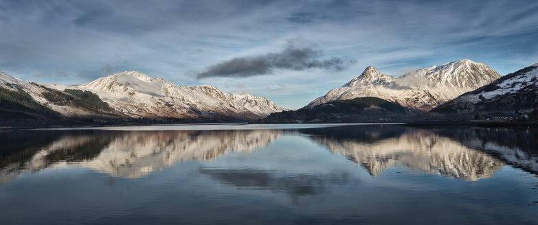 United Kingdom, Scotland, Loch Linnhe and Pap of Glencoe mountain, Panorama - ALRF000107