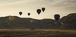 Turkey, Anatolia, Cappadocia, hot air ballons near Goereme at sunrise - FC000795