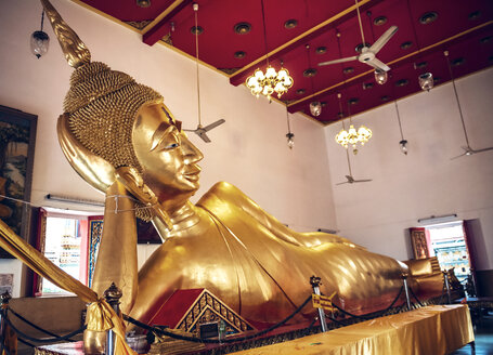 Thailand, Bangkok, Lying Buddha statue at Buddhist temple - EH000320