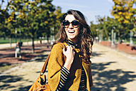 Stylish woman at the park on a sunny autumn day - GIOF000470