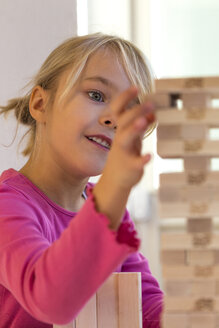 Little girl playing with building bricks - JFEF000752