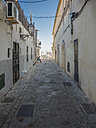 Spain, Majorca, Palma, alley in the old town with view to marina - AMF004403