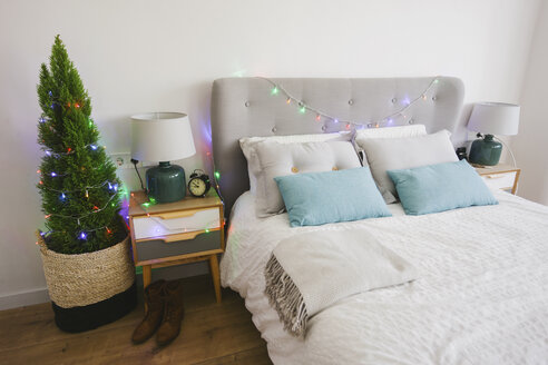 Sleeping room at Christmas time decorated with fairy lights - EBSF001035