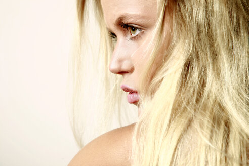 Portrait of blond young woman - VEF000056