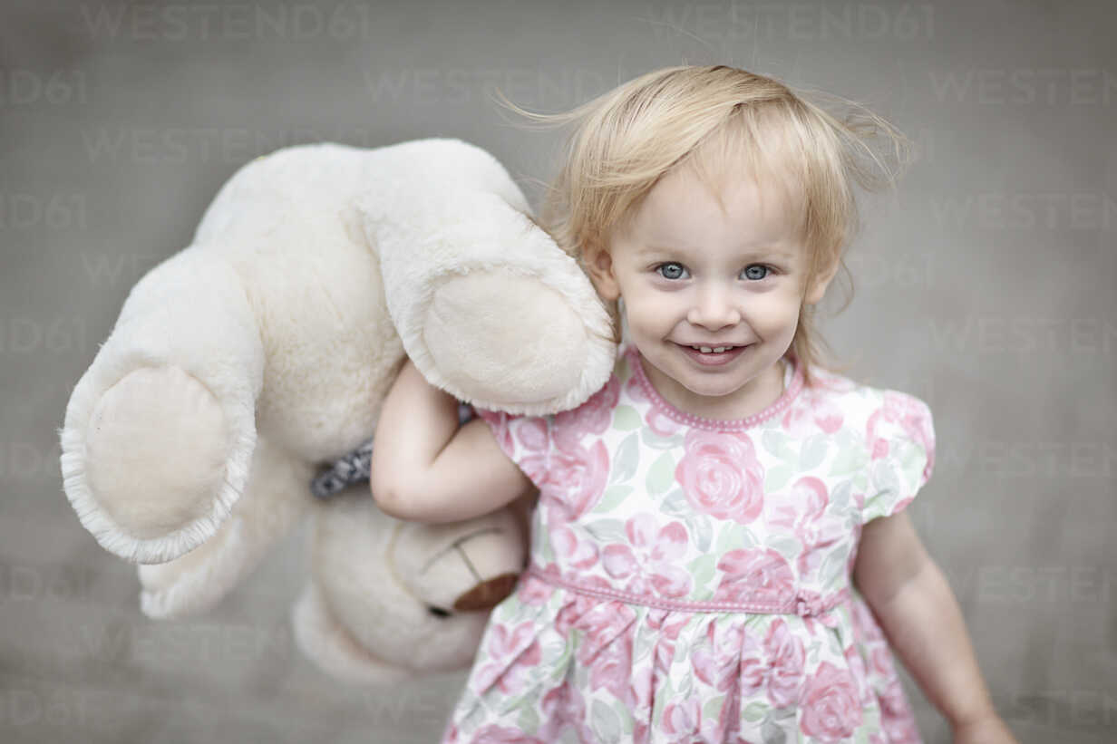 Portrait of smiling blond little girl with her teddy bear - NIF000054 - Nailia Schwarz/Westend61