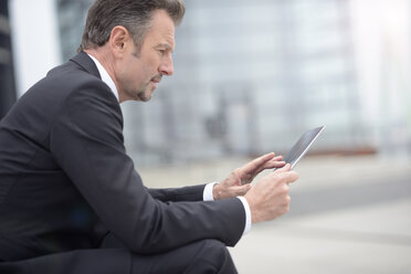 Young businessman using digital tablet - GUFF000171