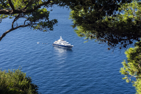Italy, Capri, luxury yacht anchoring at steep coast - WEF000426
