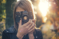 Woman taking photos with vintage camera - JPF000073