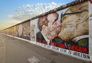 Germany, Berlin, Berlin Wall, East Side Gallery, mural painting - RJ000549