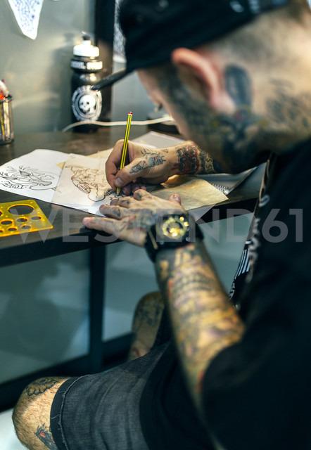 Tattoo artist designing motifs - MGOF001103