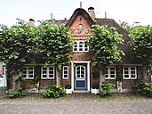 Germany, Schleswig-Holstein, Foehr Island, Nieblum, Old captain's house - GSF001007