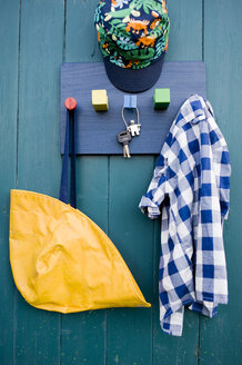 Coat rack made of wooden board and building bricks - GIS000185