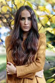 Portrait of freezing young woman with long brown hair - GDF000937