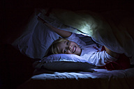 Little girl with a torch in bed - JFEF000755