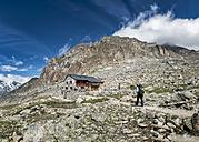 Switzerland, Valais, Wiwannihorn, Wiwanni hut, female mountaineer - ALRF000208