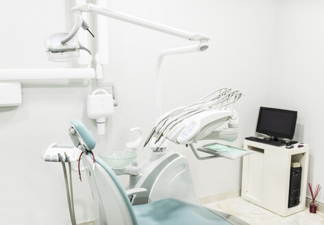 Empty dental surgery with dentist's chair - JASF000305