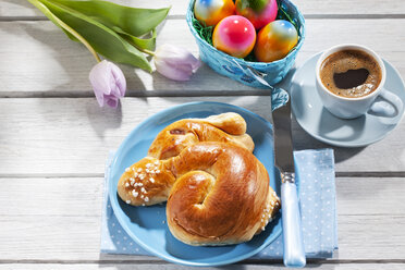 Breakfast with coloured Easter eggs, cup of coffee and Easter pastry - CSF026877