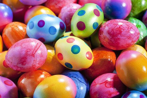 Coloured Easter eggs - CSF026919