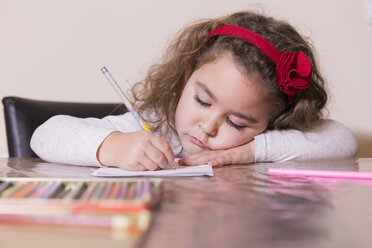 Portrait of drawing little girl - ERLF000084