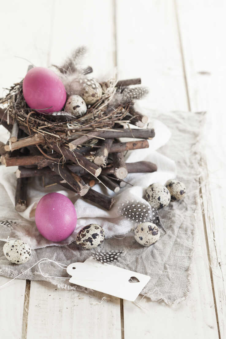 Pink Easter eggs, quail eggs and rustic nest with tag - SBDF002546 - Susan Brooks-Dammann/Westend61