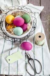 Colourful Easter basket with twine and tag - SBDF002552