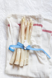 Bunch of white asparagus - SBDF002564