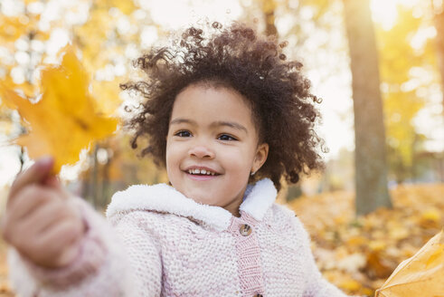 Little girl playing in autumn park - HAPF000017