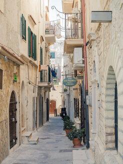 Italy, Apulia, Gargano, Vieste, old town, Via Ripe - GS001023