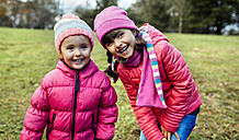 Portrait of two smiling little girls on a meadow in autumn - MGOF001157