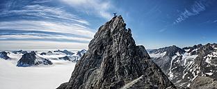 Greenland, Schweizerland, Kulusuk, mountaineer on mountaintop - ALRF000246
