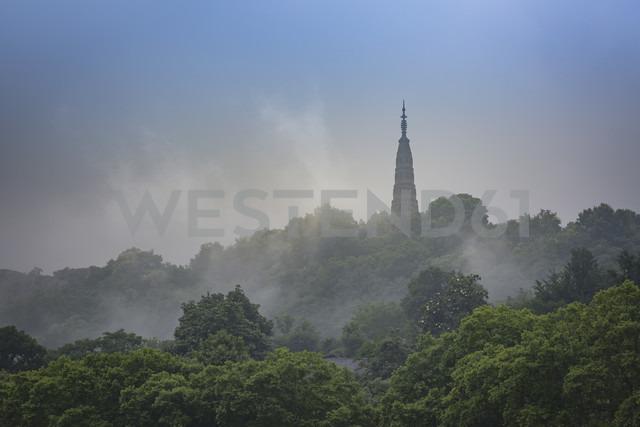 China, Zhejiang, Hangzhou, Bao Chu Pagoda in mist - NKF000417 - Stefan Kunert/Westend61
