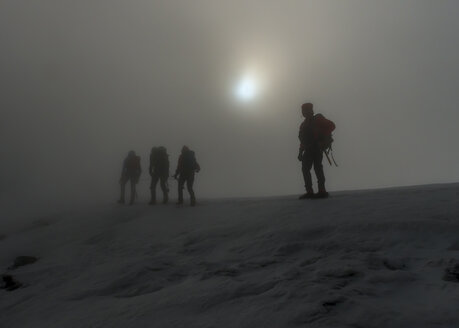 Switzerland, Western Bernese Alps, mountaineers in fog in Balmhorn region - ALRF000253