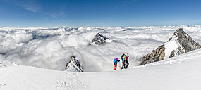 Switzerland, Western Bernese Alps, mountaineers in Balmhorn region - ALRF000256