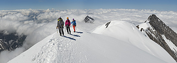 Switzerland, Western Bernese Alps, mountaineers in Balmhorn region - ALRF000259