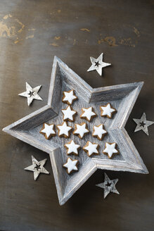 Star shaped wood bowl with cinnamon stars - MYF001269