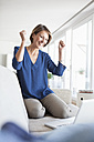 Happy woman at home shopping online - RBF003590