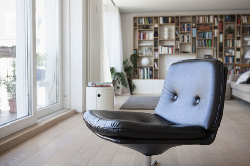 Black leather chair in living room - RBF003596