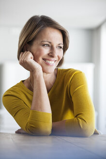 Relaxed woman at home - RBF003620