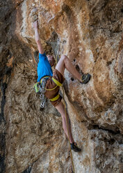 Malta, Ghar Lapsi, McCarthey's Cave, rock climber - ALRF000261