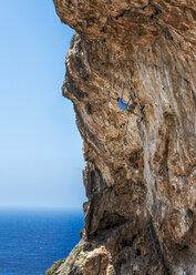 Malta, Ghar Lapsi, McCarthey's Cave, rock climber - ALRF000264