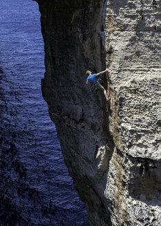 Gozo, Dwejra, rock climber - ALRF000270