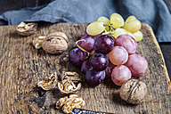 Wooden board with walnuts and grapes - SBDF002576